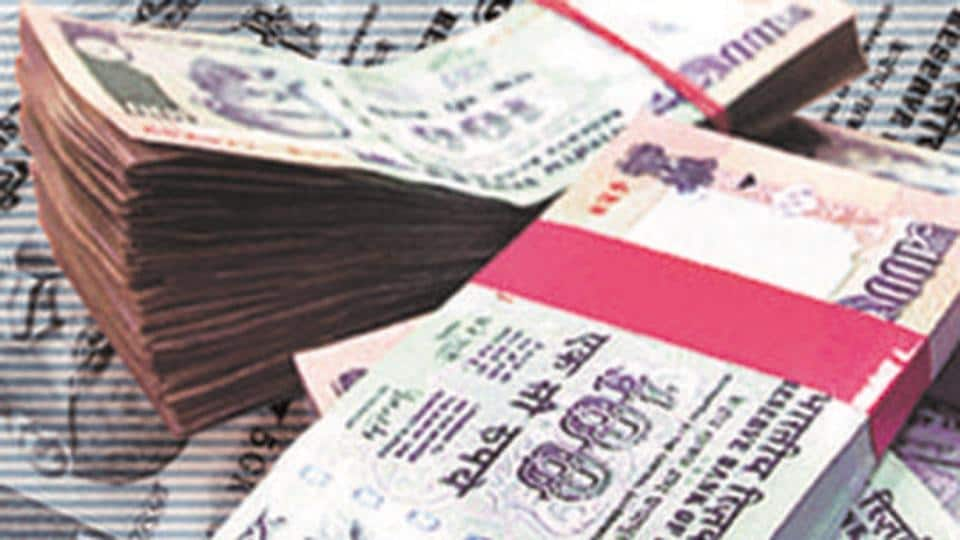 The anti-extortion cell of Pune crime branch arrested three persons for allegedly running a betting syndicate for the India-West Indies cricket match recently.