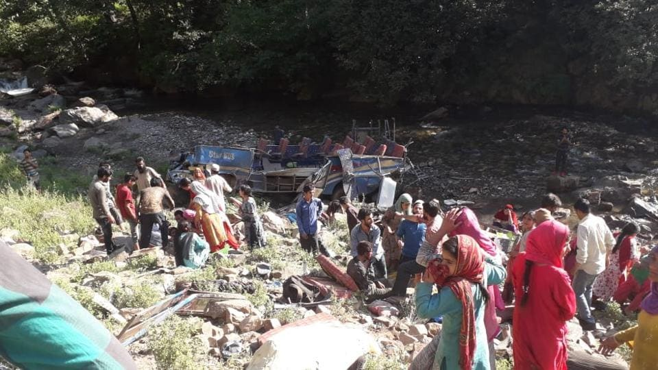 Scenes from the accident site at Kistwar of Jammu and Kashmir. (HT Photo)