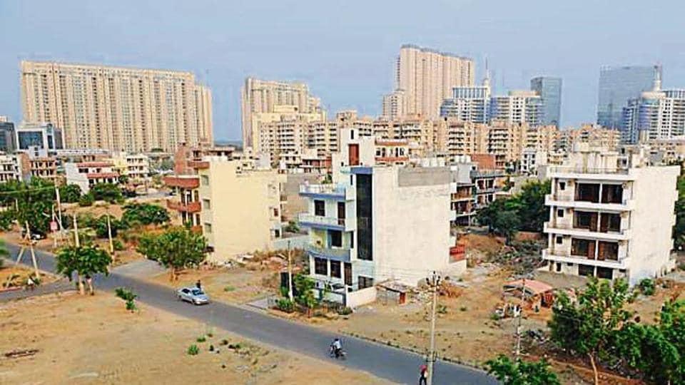 Officials of the Haryana Shahari Vikas Pradhikaran said that barring a 33-metre stretch, the work of expanding the Badshahpur drain in Khandsa village is complete. (HT Photo)