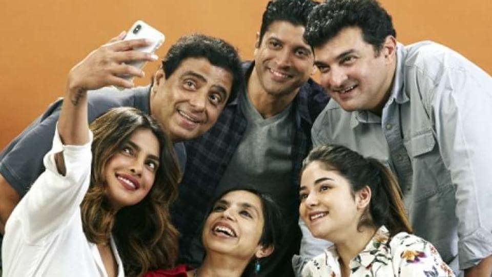 Zaira Wasim poses with the team of The Sky is Pink, including Priyanka Chopra, Farhan Akhtar, Shonali Bose and Ronnie Screwvala.