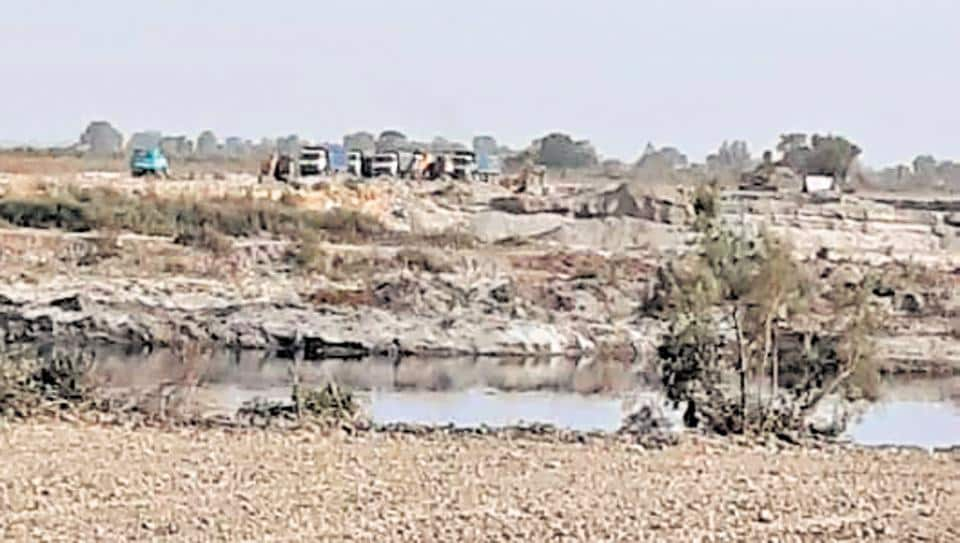 illegal sand mining,yamuna floodplains,sand mining on yamuna plains
