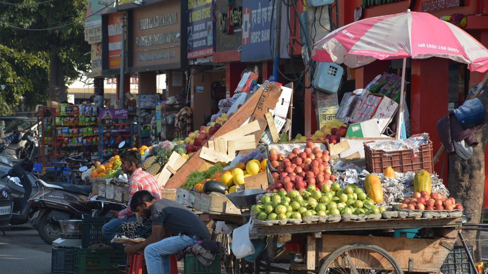 In Ranchi, vendors will not be allowed to put up stalls on 1.5-km stretch from Kutchery Chowk to Sarjana Chowk, known as hawkers' hub. (Photo/ Sant Arora Hindustan Times)