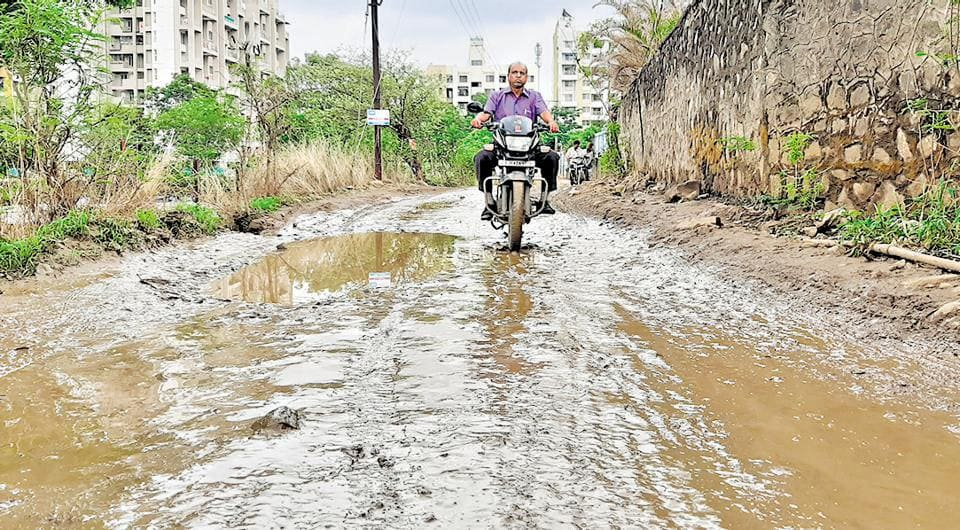 The half a kilometre stretch of road leading to Alcon Stylus housing society is in a bad shape and residents face inconvenience while commuting on the road.