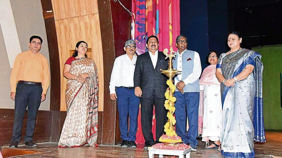 DAV Public School, Thane, recently held its annual felicitation ceremony for academic excellence at Kashinath Ghanekar Hall in Thane.