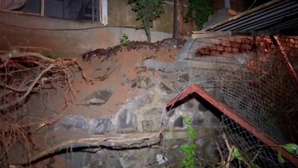 mumbai rains,malad,wall collapse in malad