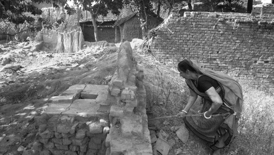 58-year-old Meenadevi cleans dry toilets in a Muslim neighbourhood in Bihar's Rohtas district. She swiftly picks up the dried waste and human excreta using cardboard pads, shoves it in her partly broken bamboo basket and heads off to dispose it in a nearby field. Manual scavengers and sanitation workers need no introduction, yet they are so easily forgotten. (Sudharak Olwe )