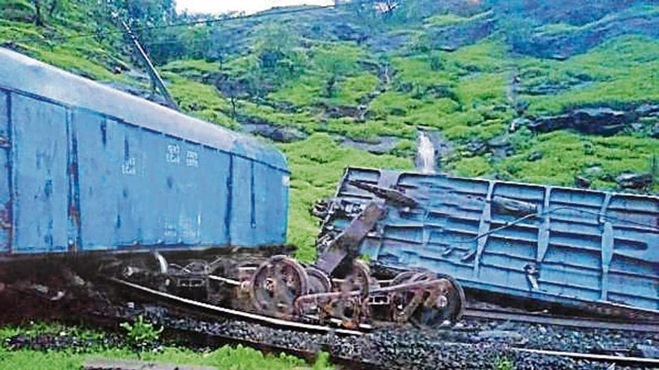 Fifteen bogies of the train derailed between Katraj and Lonavla, specifically in the ghat between Jambrung-Thakurwadi.