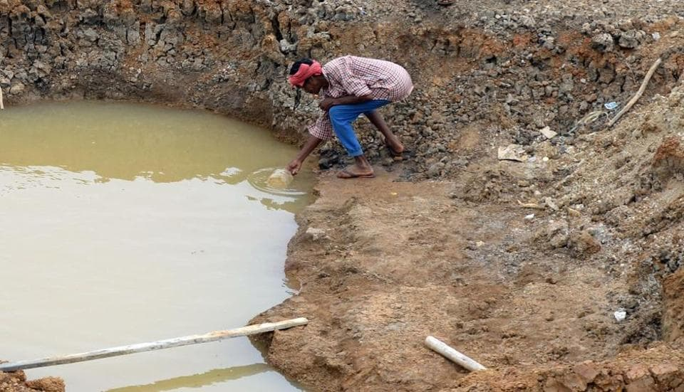 A worker collects the last bit of water from a small pond in the dried-out Puzhal reservoir on the outskirts of Chennai.  Image for representation.