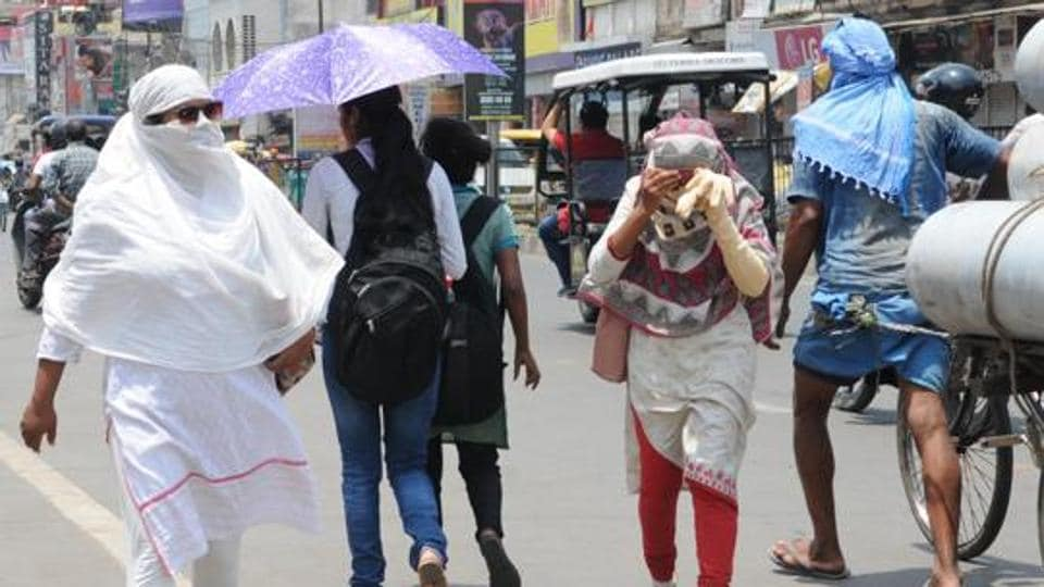 Commuters mood while protecting from heat wave in India.
