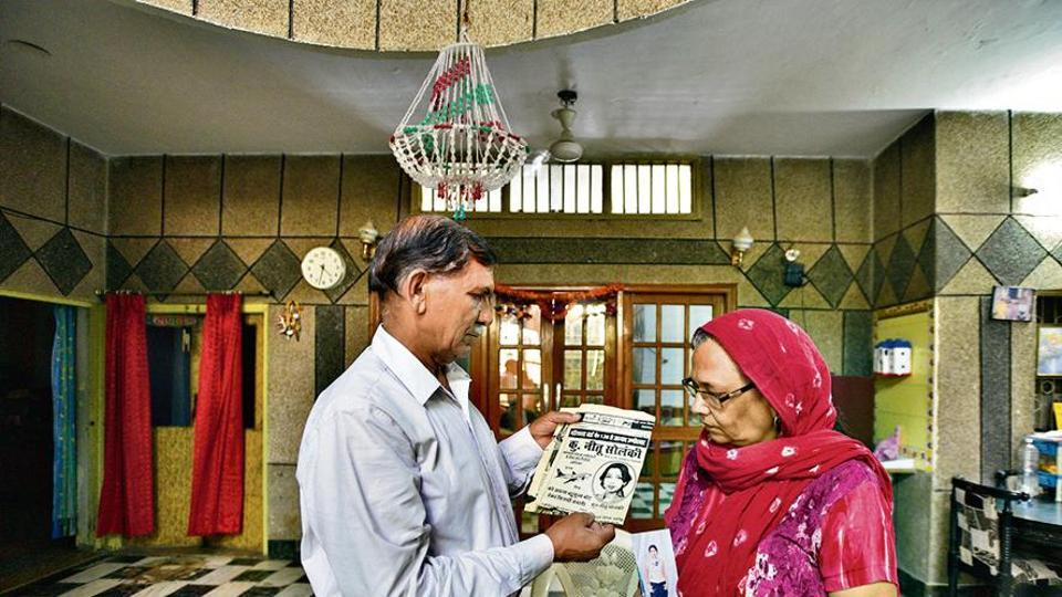 Kartar Singh Solanki (L) and Sushila, parents of Neetu Solanki, who was murdered by her live-in partner Raju Gehlot and her body was found stuffed in a bag outside the New Delhi railway station in February 2011, hold up clippings and pictures of their daughter at their home, in New Delhi, India, on Friday, June 28, 2019. (Photo by Burhaan Kinu/ Hindustan Times)