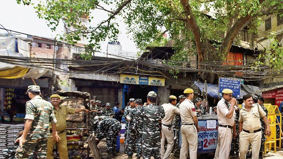 CRPF jawans and Delhi Police personnel stand near Durga temple, at Lal Kuan Bazaar, Hauz Qazi area, in New Delhi, India, on Wednesday, July 3, 2019. All markets opened after a parking row between two people on Sunday night turned communal. (Photo by Sonu Mehta/ Hindustan Times)