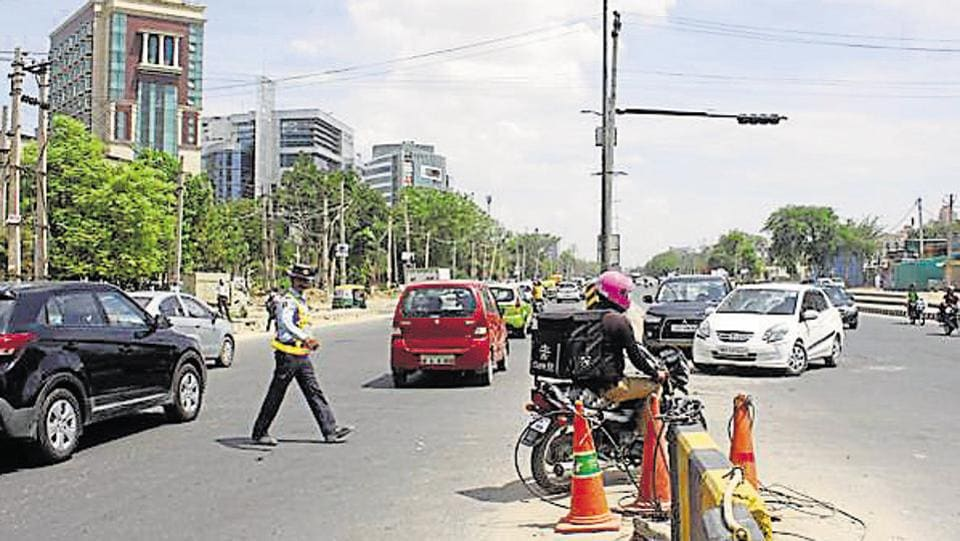 Commuters can now avoid passing through the barricaded stretch between Central Park 2 and JMD Megapolis.