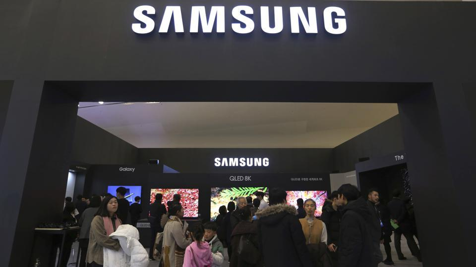 Samsung Electronics  says its operating profit for the last quarter likely fell more than 56% from a year earlier amid a weak market for memory chips.
