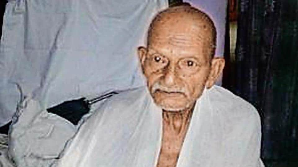 Ram Awadh Das accused the GRP of not letting him board the train as he was dressed 'differently'