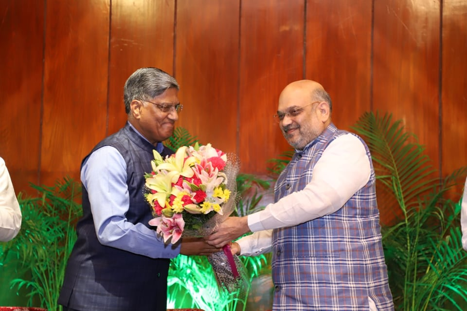 Home Minister Amit Shah felicitating Research and Analysis Wing chief Anil Dhasmana in Delhi on JUly 8, 2019. (HT photo).