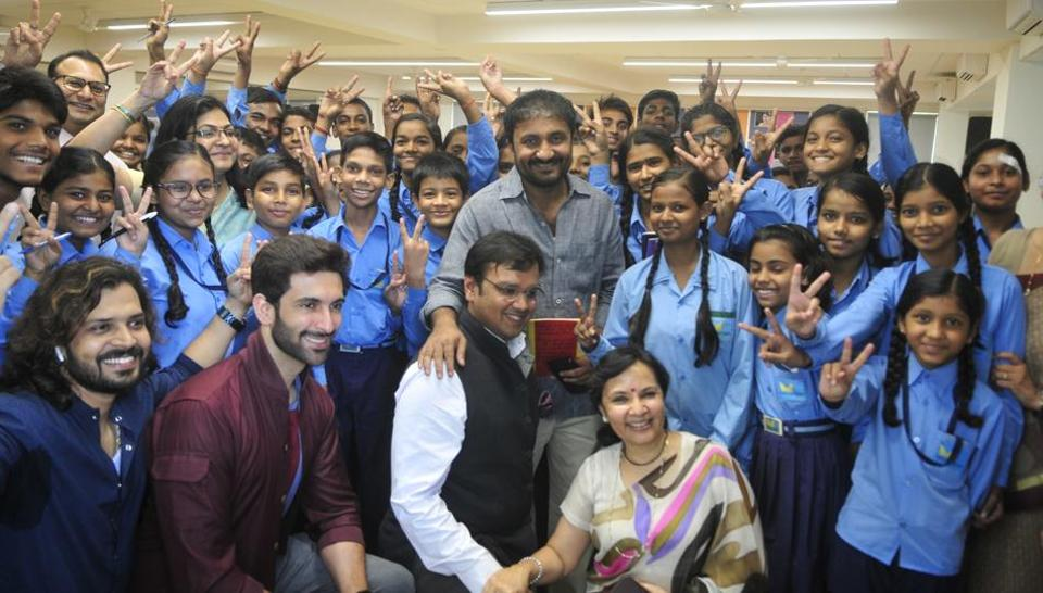 TV Actor Nandish Sandhu along with mathematician Anand Kumar with the students of Nav Srijan the parallel school run by Seth MR Jaipuria for underprivileged students