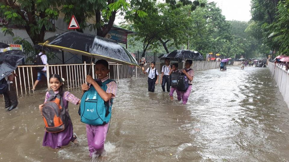 Waterlogging near Vikas college, Vikhroli in Mumbai. (Photo by Pratik Chorge/Hindustan Times)