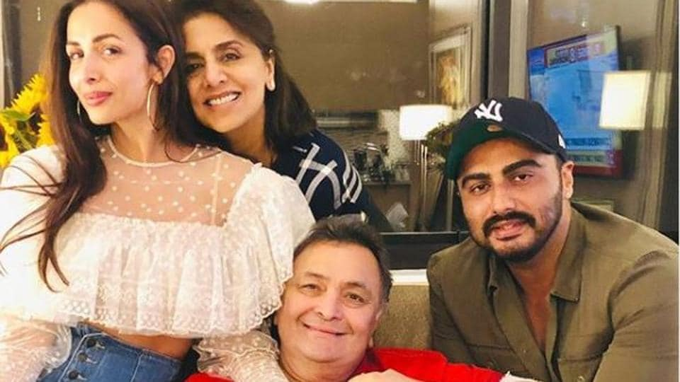 Arjun Kapoor and Malaika Arora visited Rishi Kapoor and Neetu Singh in New York.