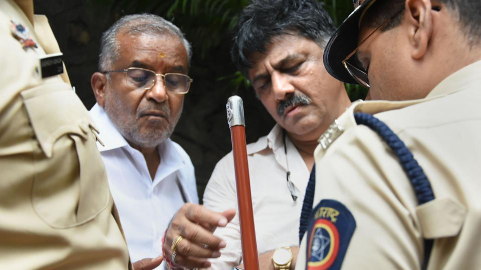 Karnataka Congress Minister DK Shivakumar on Wednesday landed in Mumbai to meet rebel MLAs who had resigned last week, waited for close to five hours in rain and was eventually detained, almost pulled out by police while he was being interviewed by a TV channel. The crisis, precipitated by 13 MLAs – 10 of the Congress, 3 of JD(S) – sending their resignations to Speaker threatening the government's slim majority in the 224-member assembly. (PTI)