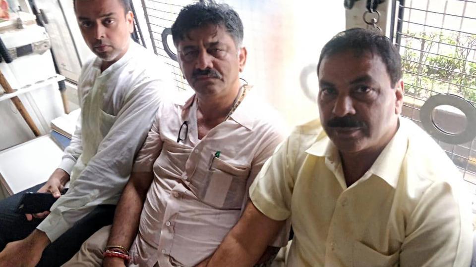 Karnataka political crisis: Congress leader and MLA DK Shivakumar and Milind Deora being taken to Mumbai University rest house in Mumbai on Wednesday.