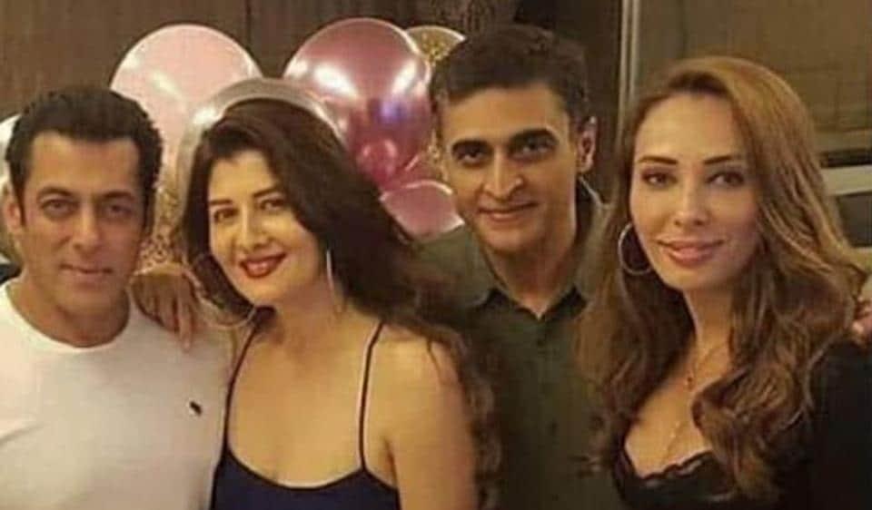 Salman Khan poses with birthday girl Sangeeta Bijlani and girlfriend Iulia Vantur.