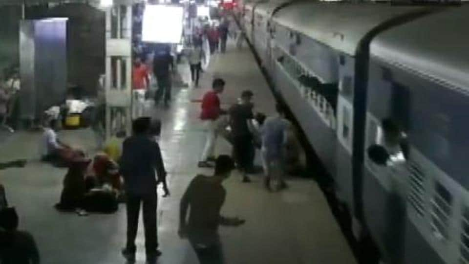 crime,accident,woman train accident