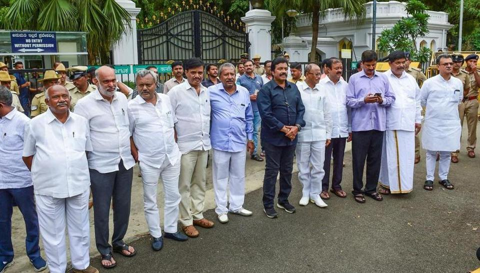 Senior Congress leaders Saturday began backchannel negotiations to persuade the disgruntled MLAs, who have resigned from the Assembly, dealing a blow to the coalition government.