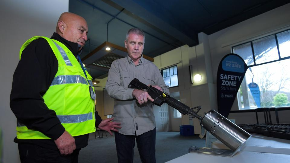 Dozens of New Zealanders handed in their firearms Saturday as a gun buyback scheme went into operation aimed at ridding the country of semi-automatic weapons in the wake of the Christchurch mosque attacks.