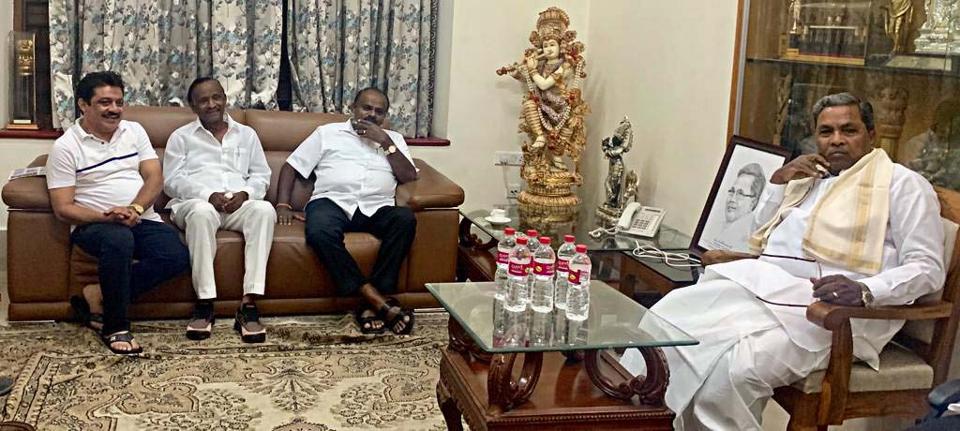 Karnataka chief minister HD Kumaraswamy with rebel Congress MLA MTB Nagaraj at the residence of Congress Legislature Party (CLP) leader Siddaramaiah in Bengaluru on Saturday.