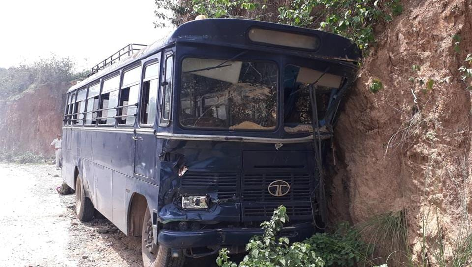 armed jawans,Jawans in bus accident,Jharkhand