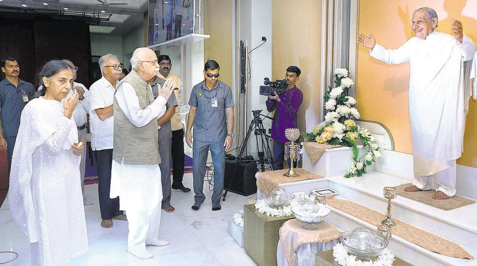 (Second from left) LK Advani, former deputy prim minister of India and Didi Krishna Kumari, chairperson, Sadhu Vaswani Mission attend a prayer meet on Sunday. (Right) Food items were distributed among the needy and poor.