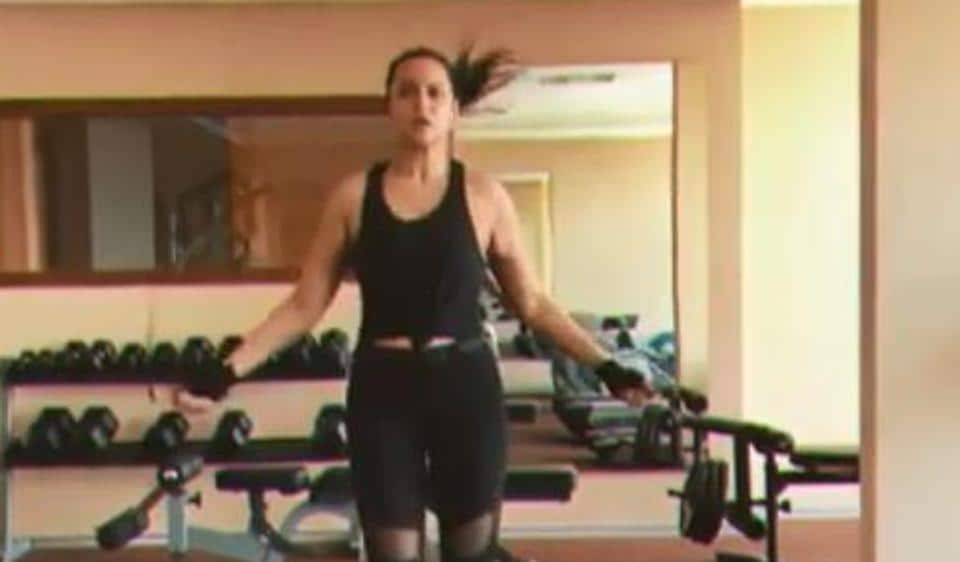 No lazy Sunday for Sonakshi Sinha, actor goes for a rocking 'gym jam'. Watch