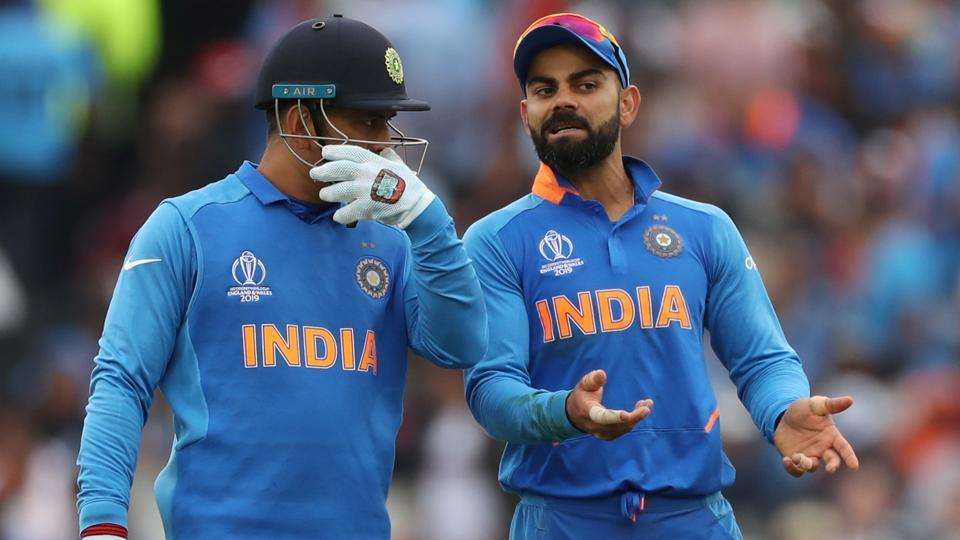 MS Dhoni (L) and Virat Kohli in action during the ICC World Cup 2019.