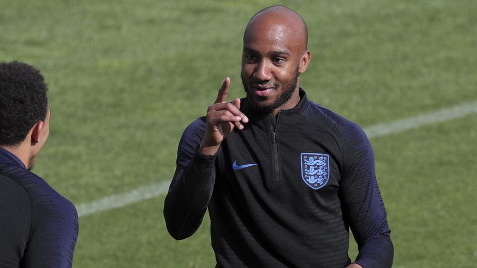 Everton sign England midfielder Delph from Manchester City