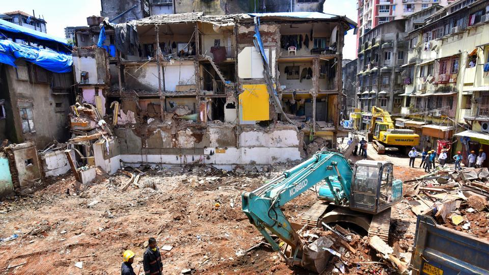 In September 2017, the seven storey 117-year-old Husaini Building collapsed in Bhendi Bazaar and killed 33 people.
