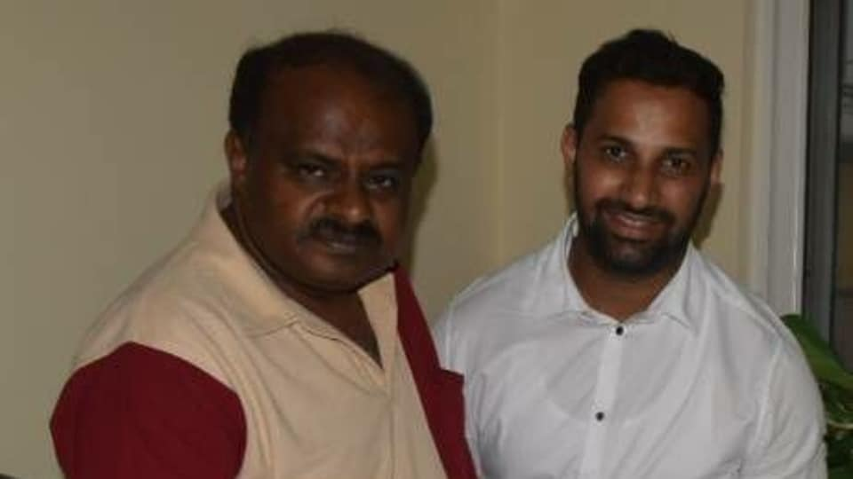 Karnataka crisis: After many failed bids, JDS leader enters Mumbai hotel, meets rebel MLAs