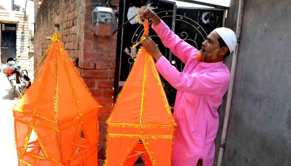 The Muslim artisans who create kanwars for Hindu pilgrims