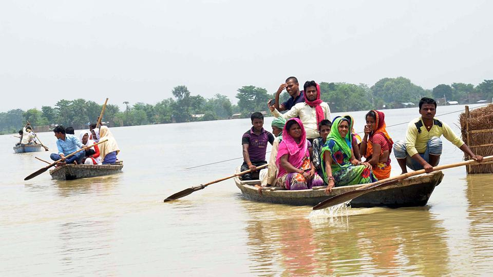 The low-lying areas in Muzaffarpur have become vulnerable to flood, owing to discharge of water in Gandak from the Valmiki barrage.