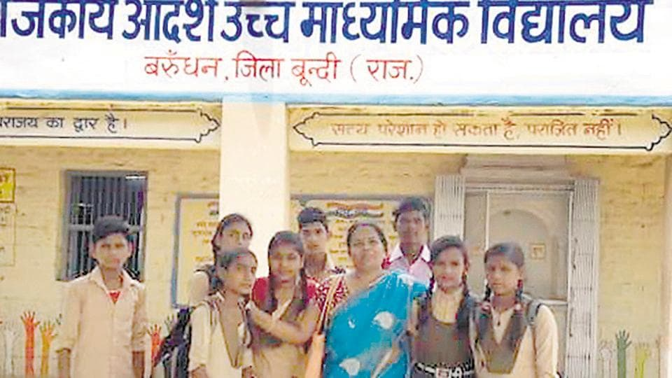 Shobha Kanwar with students of the Barundhan  government school in Bundi who are pen friends  with children from a school in California.