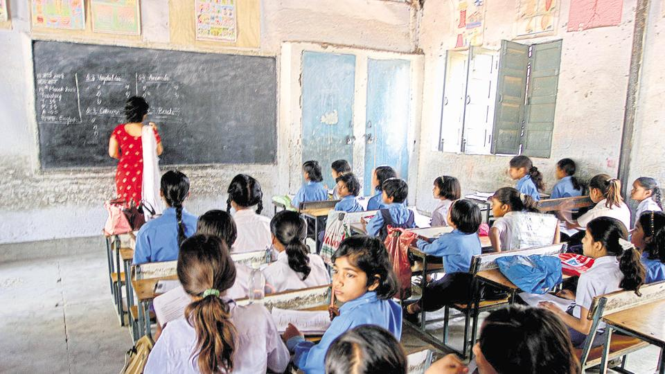 Disciplinary action against Rajasthan govt school teachers using mobile phones in classes | education | Hindustan Times