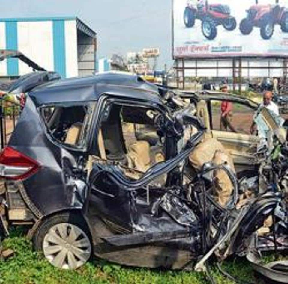 Nine college students killed as car rams into truck on Pune