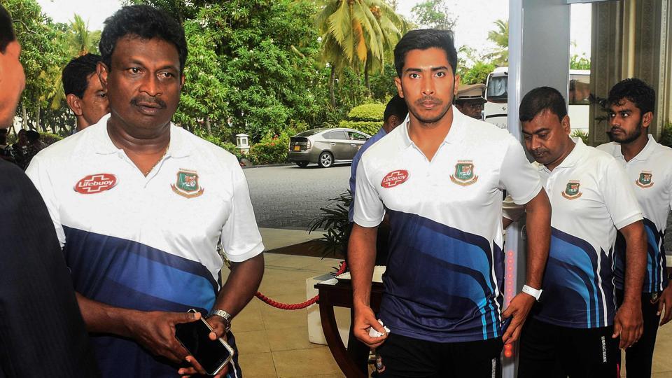 Bangladesh cricketer Soumya Sarkar (C) arrives with teammates in Colombo.