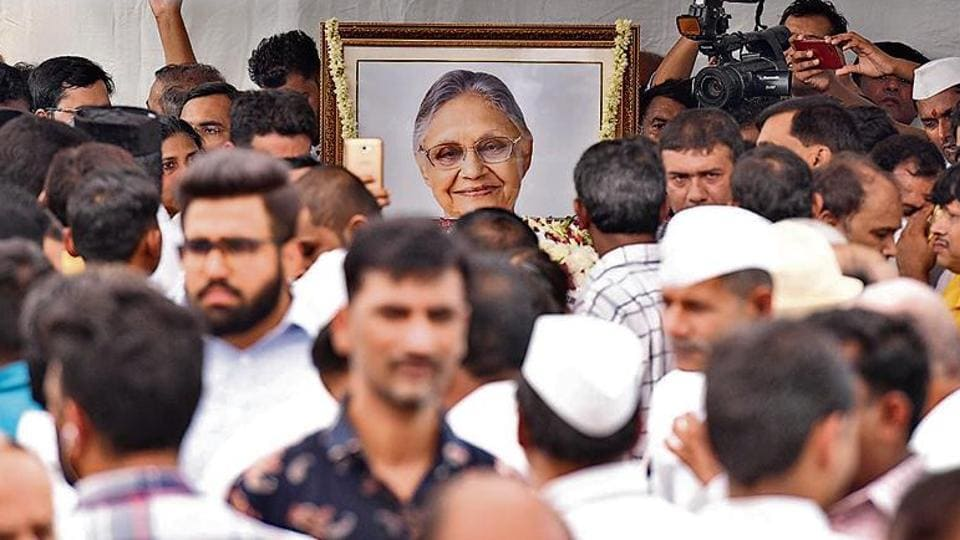 People pay their last respects to former chief minister Sheila Dikshit at the AICC headquarters on Sunday.