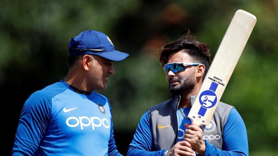 Indian team management wants Dhoni as 'mentor and back-up' while Pant is groomed - Report