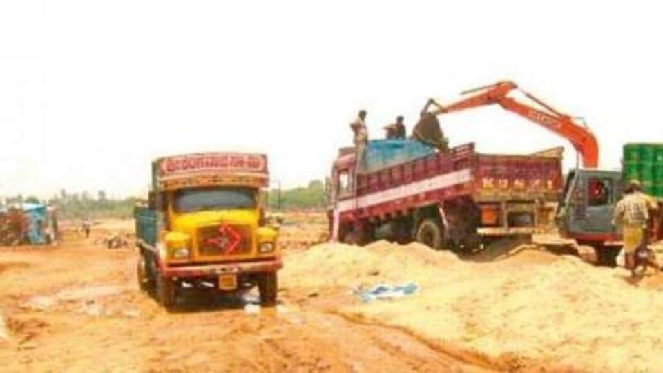 The state government officials in Madhya Pradesh were attacked when they went to arrest illegal miners.