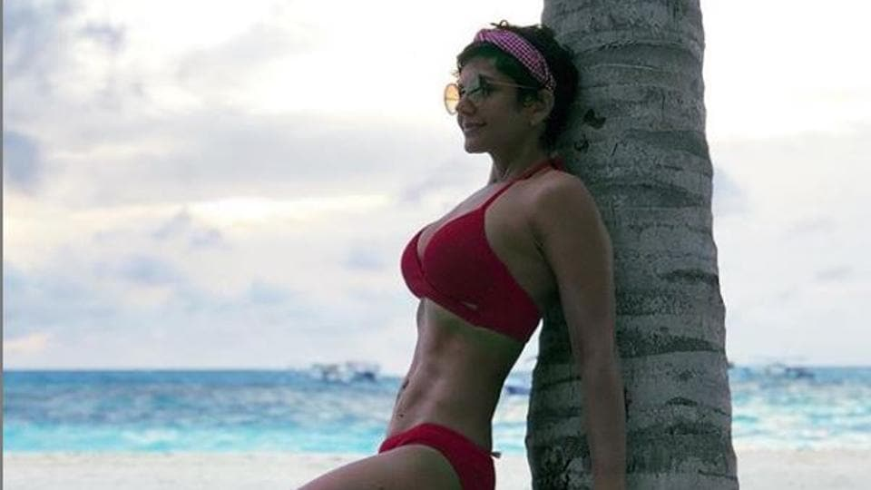 Mandira Bedi's six pack abs and fab bod are breaking the internet, fans ask 'are you for real?'