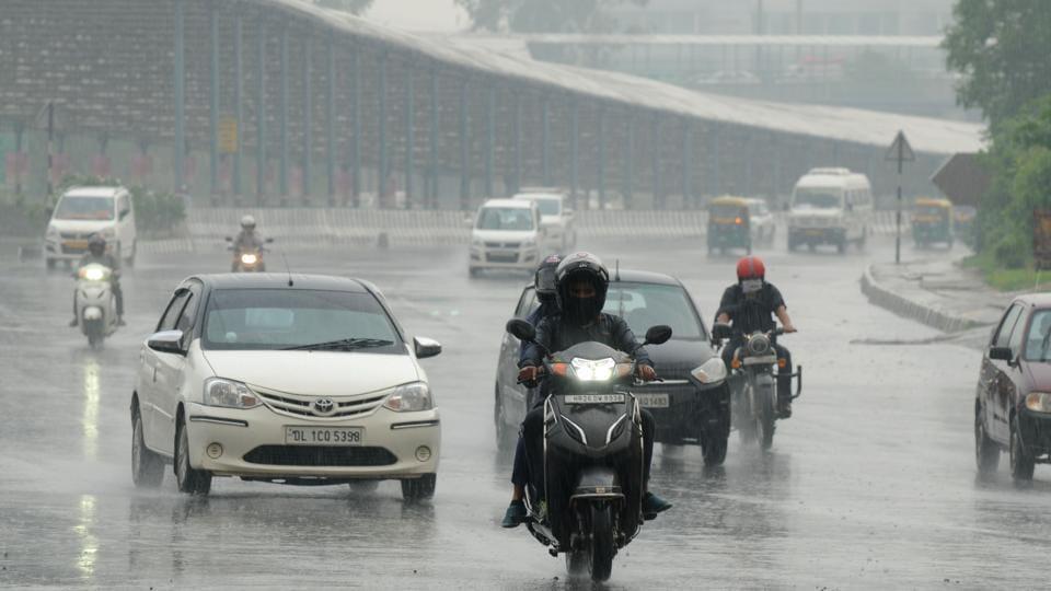Mumbai likely to receive light showers on Saturday.