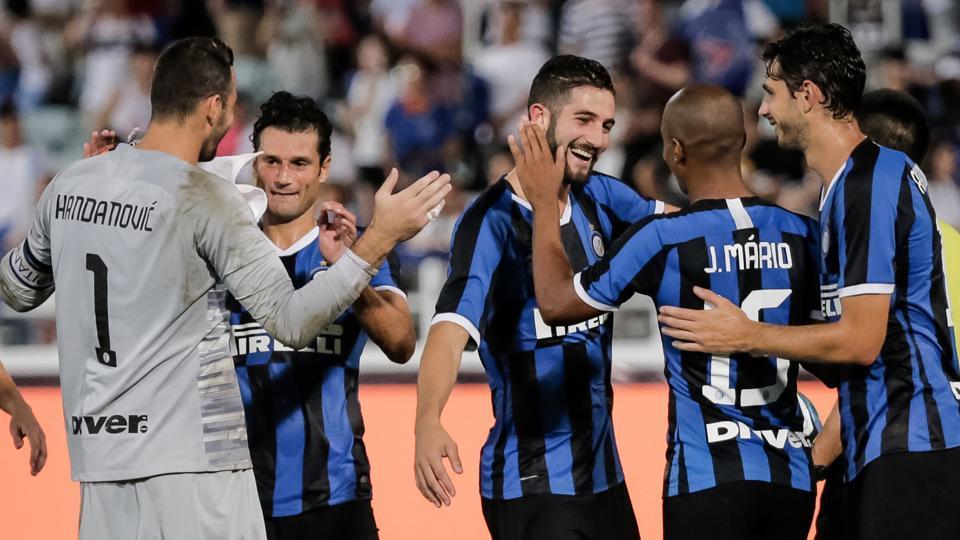Inter Milan's players celebrate winning the match against Paris St. Germain.