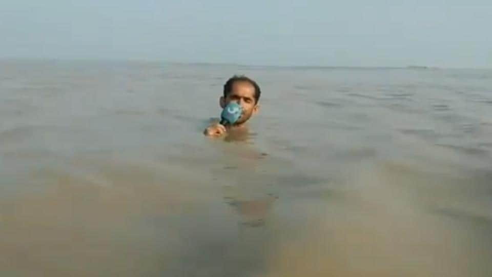 The reporter was reporting on rising levels of Sind river and its impact.
