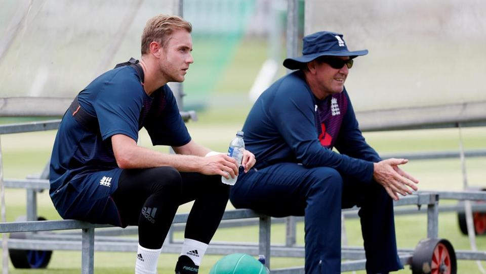 Stuart Broad and England head coach Trevor Bayliss during nets.